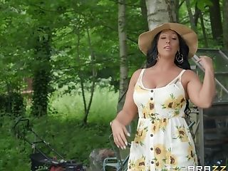 Chubby Matures Brown-haired Candi Kayne Gets Jizm On Face Outdoors