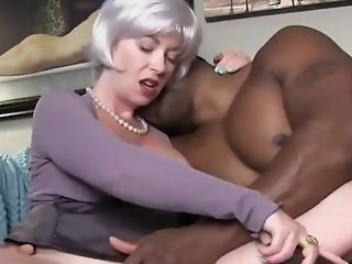 Horny And Sexy Mummy Liking Her First-ever Big Black Cock On Vacation