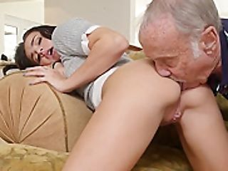 Sweet Oldvsyoung Teenager Dickblowing And Railing