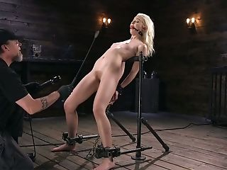 Decadent Dude Penalizes Twat Of Sexy Towheaded Honey Chloe Cherry