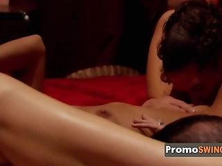 Duo Has The Greatest Pre Soiree Hump During Kinky Bubble Bath