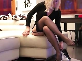 Mummy Blonde In Nylon Stockings And High Stilettos