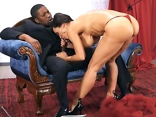 Lisa Ann Gets Ravaged By Isiah Maxwell In Her Powder Room