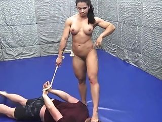 Muscled Mistress Penalizes Bulky Dude
