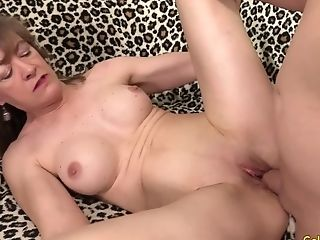 Sex-positive Granny Honey Morgan Gets Her Old Vagina Spread By A Lengthy Dick