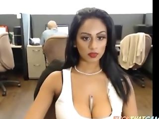 Sexy Desi Bitch Taunts And Masturbates On Livecam