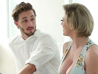Mommy With Hypnotizing Cleavage Dee Williams Bangs Her Uber-sexy Stepson