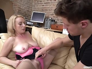 Blonde Mummy With Saggy Tits Deep-throats And Rails A Teenage Dude's Spear