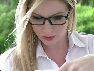 Man Eating Light-haired Seductress Georgie Lyall Gives A Titijob And Gets Screwed