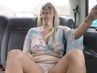 Horny Cab Driver Gets A Excellent Culo Rimming In A Car