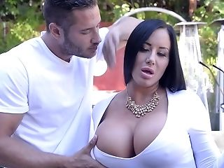 Nasty And Rich Sybil Stallone Wants Jaw-dropping Dude
