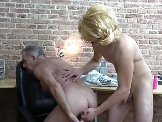 Old Man Loves Youthfull Twunk Sucking His Dick Hard