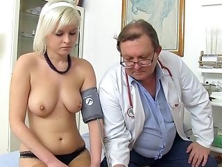 Obgyn Medic Uses A Probe To Examine Nubile's Cunt In Medical Center